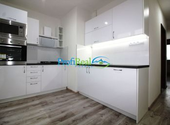 Na predaj novo zrekonštruovaný 3-izbový byt s balkónom v Poprade