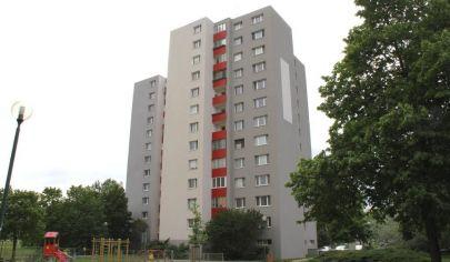 PREDANÉ: EXKLUZÍVNE na predaj: slnečný 3i byt, 4./12p., loggia, výborná lokalita Petržalky, Rovniankova ul.