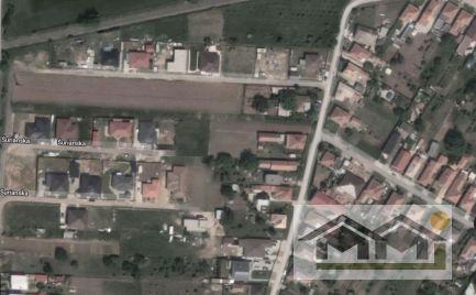VÝHODNE veľký 8a pozemok v tichej časti obce