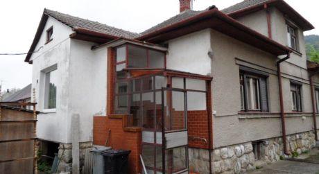 Na predaj rodinný dom 4+1, 854 m2, Hrachovište, okr.Nové Mesto n/V