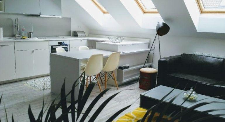 Prenájom - krásny, zariadený 2 izbový byt s výhľadom na hrad a Slavín,  Bratislava-Staré Mesto, Konventná ulica