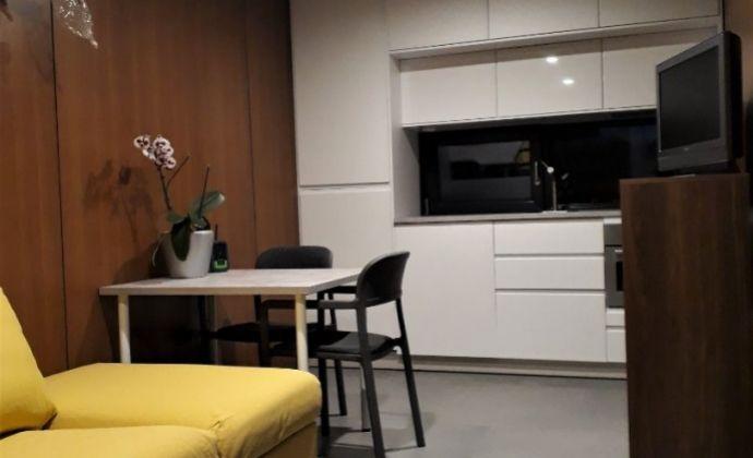 Netradičný 1-izbový domček so spacím kútom