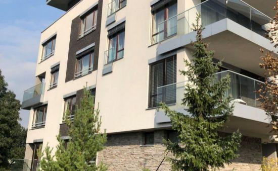 3i byt na prenájom pri Horskom parku a v lukratívnej doméne.