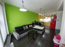 Veľký 2 izbový BYT v SENCI – Fándlyho ul. s garážovým státím