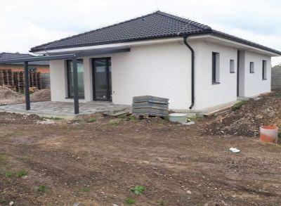 Krásny rodinný dom s prekrytou terasou v samostatnom rezorte rodinných domov