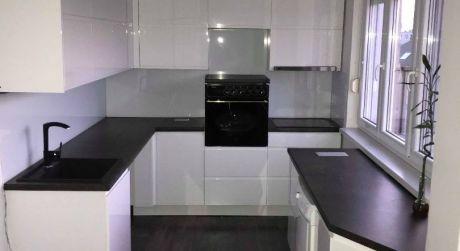 PREDAJ - Kompletne prerobený 3 izbový tehlový byt s loggiou v Komárne