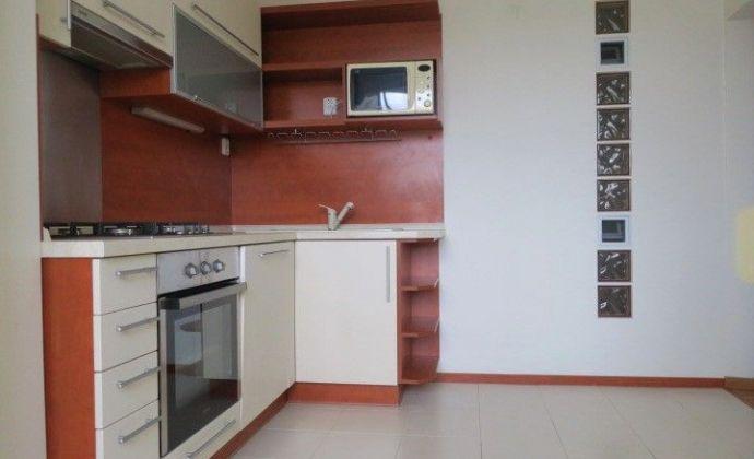 Exkluzívne iba u nás: pekný 3-izbový byt, 70 m2, loggia, začiatok Petržalky - Pečnianska ul., Bratislava V