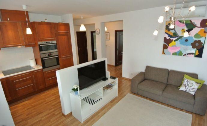 Prenájom, slnečný a kompletne vybavený  4- izb. byt (85,20 m2 + 3, 65 m2 balkón) s park. miestom v novostavbe, ul. Vrakunská, BA II- Podunajské Biskupice