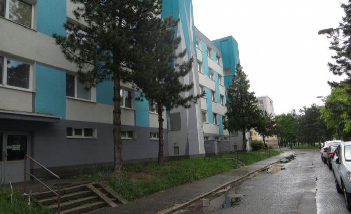 Best Real - 4-izbový byt na Toryskej ulici vo Vrakuni.