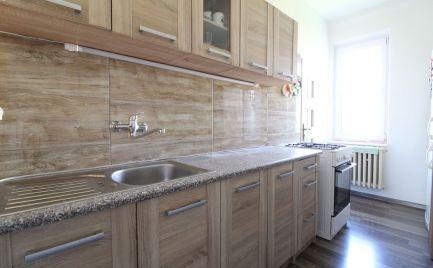 DOM-REALÍT ponúka, 2,5 izbový byt s peknou čiastočnou rekonštrukciou v lokalite plnej zelene