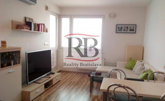 2izbový byt na Kaštieľskej ulici, Ružinov