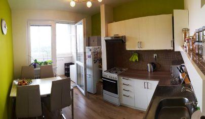 Zrekonštruovaný 3-izbový byt s loggiou v Petržalke
