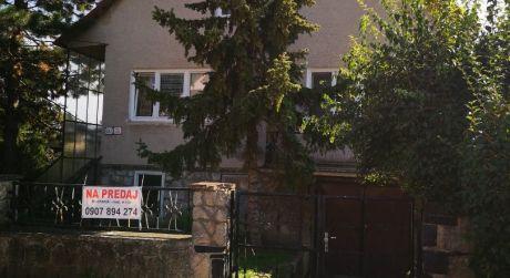 Kuchárek-real: Rodinný dom v Bernolákove na peknom pozemku.