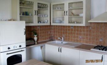 Exkluzívne – podnájom -  veľký 2 izbový byt, 64 m2, v centre mesta – Prievidza.