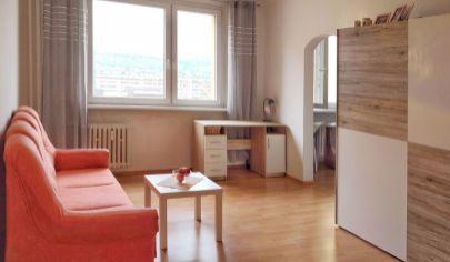 PREDAJ: 1-izb. byt na začiatku Dúbravky na 7. poschodí