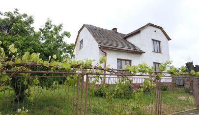 APEX reality - rodinný dom v Maduniciach vhodný aj na podnikanie, pozemok 625 m2, všetky IS