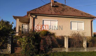 REALFINN  VRÁBLE / 8km / - Rodinný dom na predaj