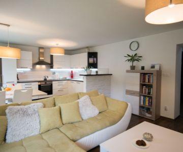 REZERVÉ 2 izbový zariadený byt v centre mesta Liptovský Mikuláš