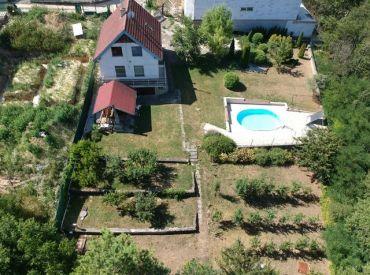 Rekreačná chata celoročne obývateľná, PIEŠŤANY-BANKA-ČERVENÁ VEŽA