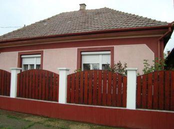 EXKLUZÍVNE - Predáme rodinný dom - Maďarsko - Méra - s krásnou záhradou a vínnou pivnicou