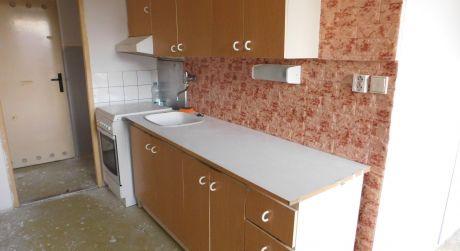 Predaj - 2 izbový byt s 3 balkónmi v centre Komárna