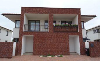 Ponúkame Vám na predaj 3 izbový byt  s TERASOU , vo Veľkom Bieli na Javorovej ulici, v nadštandarde.