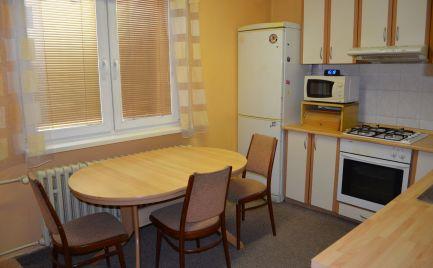 Predaj 3 izb. byt, 2x balkón,  v centre mesta - Párovce. Exkluzívne u nás! Dobrá cena !