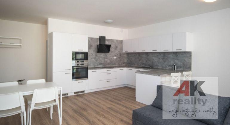 Prenájom 3 izbový byt Bratislava-Dúbravka, Nejedlého ulica