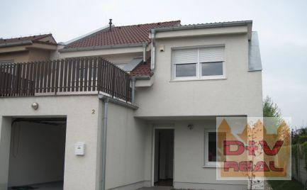 D+V real ponúka na predaj: 5 izbový rodinný dom, Malinovo, garáž, 2 kúpeľne, menšia záhradka, nie Tri Vody