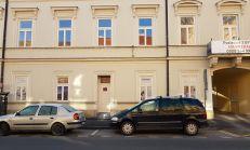 PREDAJ, 2-izbový byt s predzáhradkou, komplet rekonšt. na Poštovej v Košiciach