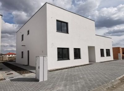 Atypické 3 a 4-izbové byty s terasou alebo pozemkom 550m2 v Slovenskom Grobe