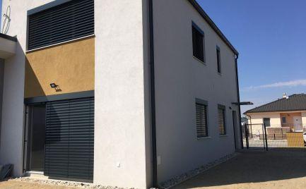 VÝRAZNÁ ZĽAVA! Na predaj rodinný dom - novostavba v tichej časti obce Malé Leváre (okr.Malacky).
