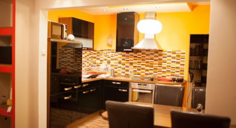 Predaj - pekný, kompletne zrekonštruovaný 2 izbový byt vo vyhľadávanej lokalite,  Bratislava-Karlova Ves, Segnerova ulica