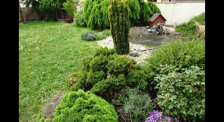 CENTRUM SL.GROBU!!Krásny 5 i RD už zariadený a pripravený na nasťahovanie!!Garáž,krásna záhrada s jazierkom.