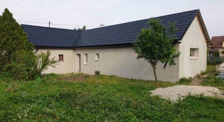 3 - izbový kompletne zrekonštruovaný rodinný dom 90 m2, pozemok 1000 m2 -  Bezenye