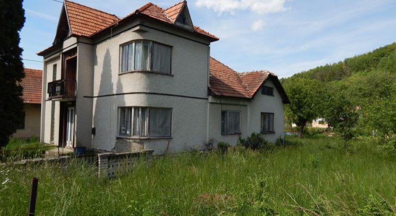 Na predaj 4 izbový rodinný dom, 436 m2, Bzenica, okres Žiar Nad Hronom