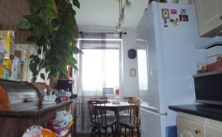Trojizbový byt v tichej ulici sídliska Juh v Nových Zámkoch