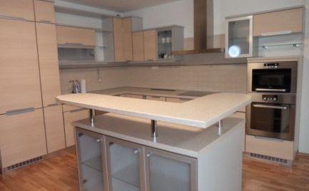 Ponúkame do prenájmu 3 izbový moderný zariadený byt s dvojgarážou, na ulici Kysucká, Bratislava III.