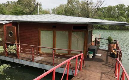 Ponúkame na predaj celoročne obyvateľný houseboat pri Jaroveckom ramene Dunaja