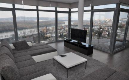 Ponúkame na prenájom 2 izbový byt v mestskej vile s nádherným výhľadom na Radvanskej ulici.