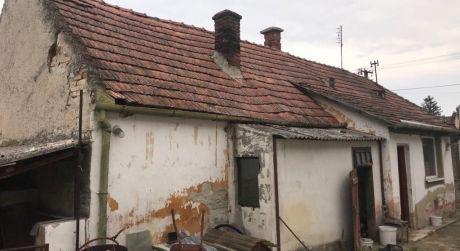 PREDAJ - 3 izbový rodinný dom v pôvodnom stave v Kolárove DOHODA MOŽNÁ!