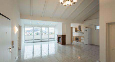 Predaj exkluzívneho 4 izbového bytu s terasou a garážovým státím na Čajkovského ulici v centre