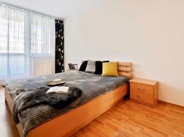 REZERVOVANÉ - Zariadený 2 izbový byt + garážové státie, KOLOSEO