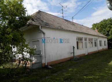 MAXFINREAL-  EXKLUZÍVNE predáme dlhý rodinný dom pri meste Vráble