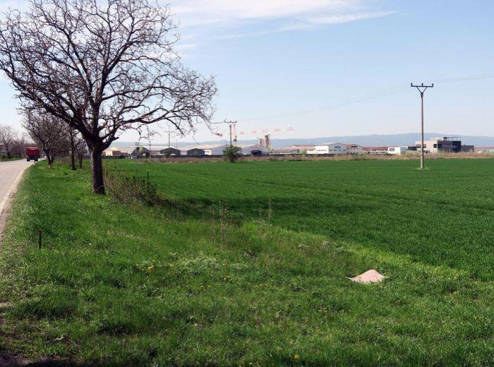 MOST PRI BRATISLAVE, pozemok 2 500 m2 - priemyselné využitie, STRATEGICKÉ MIESTO PRI OBCHVATE
