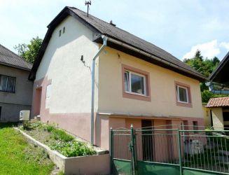 Hriňová – rodinný dom, hosp. stavby, garáž, pozemok 1700 m2 – predaj