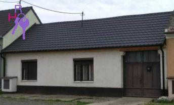 Na predaj 4 izbový rodinný domček  v centre obce Dolné Dubové.