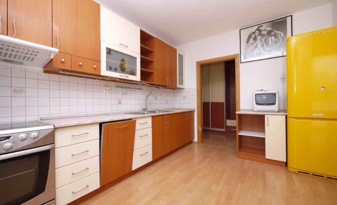 3-izbový čiastočne zariadený byt na 3.poschodí novostavby s garážou na Pribišovej ulici (od 1.8.2019)