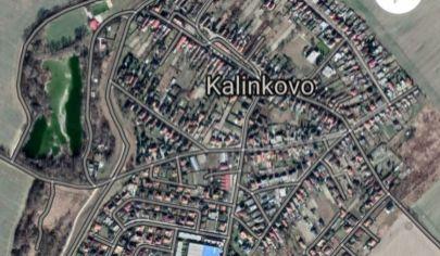 NA PREDAJ POZEMOK NA VÝSTAVBU RD 800 M2, KALINKOVO