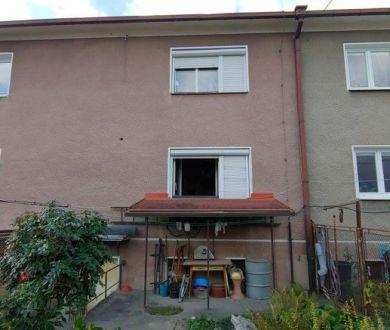 Exkluzívne iba u nás. Ponúkame na predaj starší pekný radový dom neďaleko centra mesta.